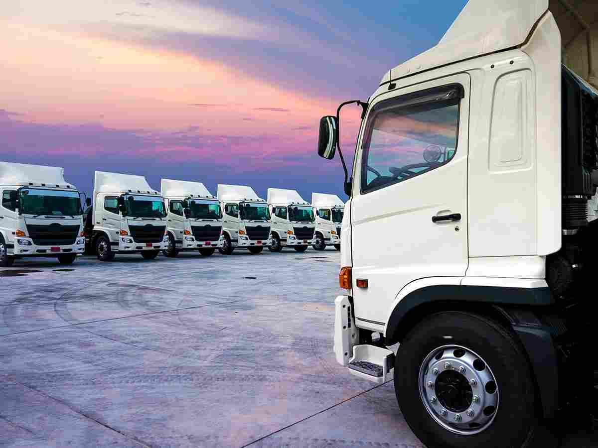 https://expressbox.ae/wp-content/uploads/2017/08/inner_big_trucks_02.jpg